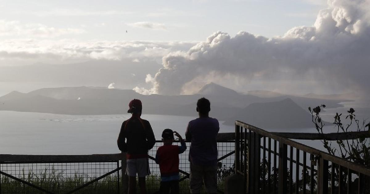 Philippine volcano quivers more, spews lava half-mile high