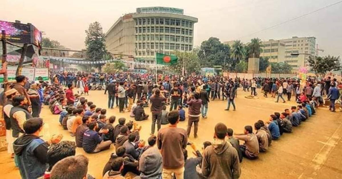 City polls deferment: Cops foil DU students' bid to march towards EC