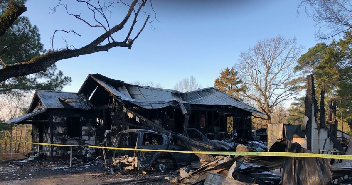 Mom, 6 kids die in Mississippi house fire; dad injured
