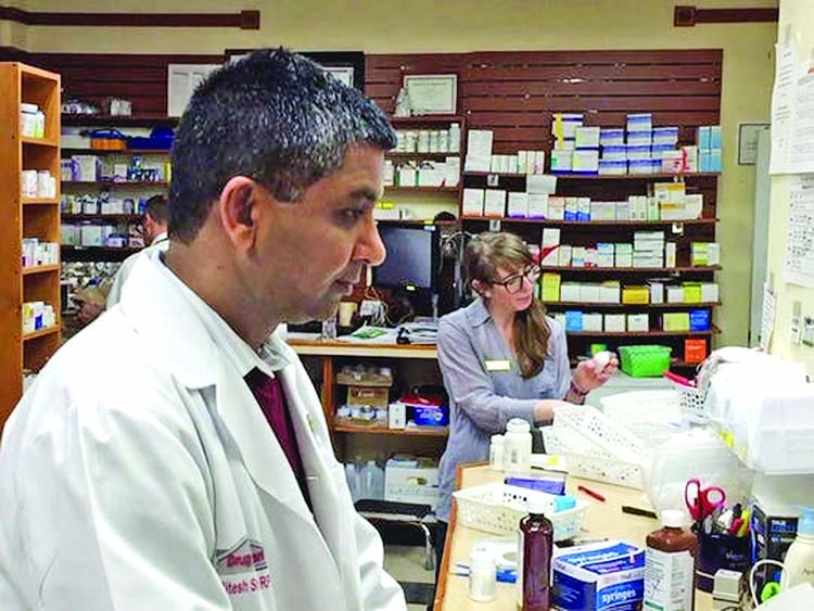Community hospital can evaluate pharmacists