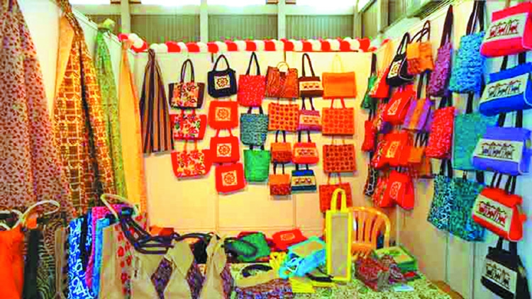 Women entrepreneurs take the lead in producing jute products