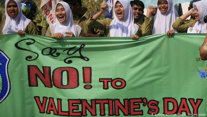 Indonesia cracks down on Valentine's Day celebrants