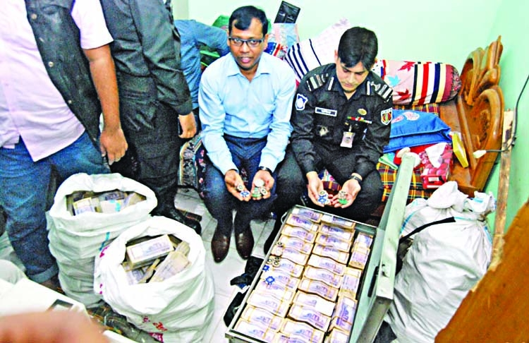 RAB seizes Tk 260m from AL leaders' home