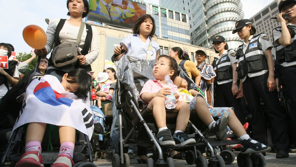 S.Korea's childbirth hits record low in 2019
