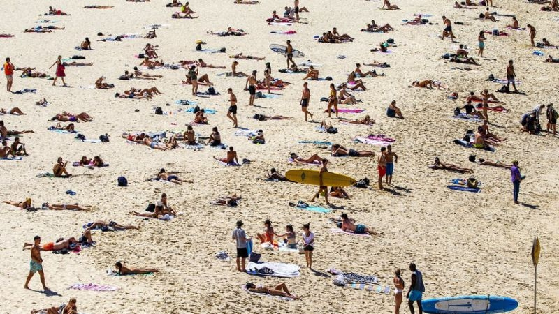 Police take action on Bondi Beach crowds