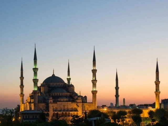 Mosques, churches, synagogues close across Middle East