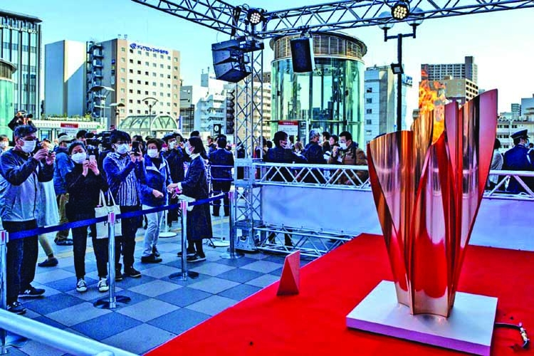Thousands flock to see Olympic flame in Japan