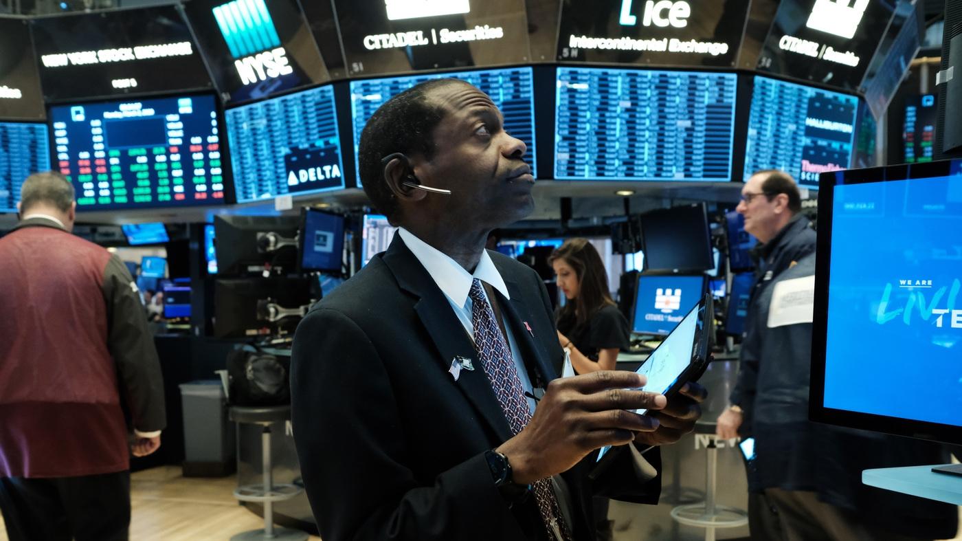 Global stocks fall despite virus rescue efforts