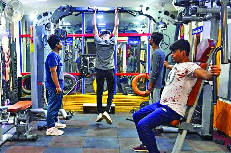 Delhi's rebel gym goers risk COVID-19 to pump iron