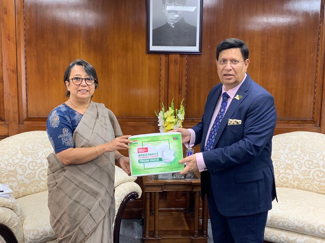 Covid-19: India provides protection items to Bangladesh