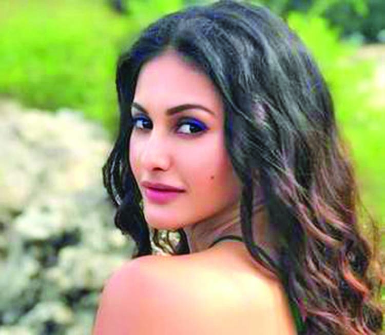 Amyra wants to be in a lockdown with Deepika