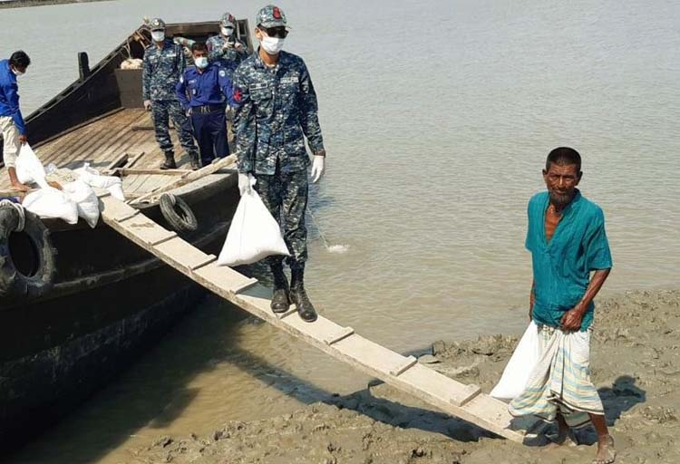 Navy distributes food, Eid clothes among poor in costal areas