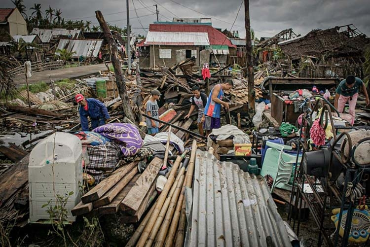 Powerful storm forces thousands from homes in Philippines