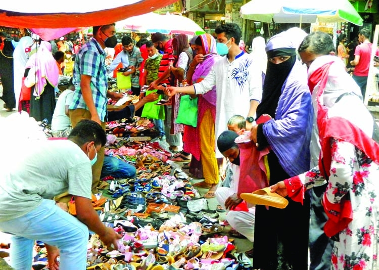 Shoppers flouting social distancing rules ahead of Eid