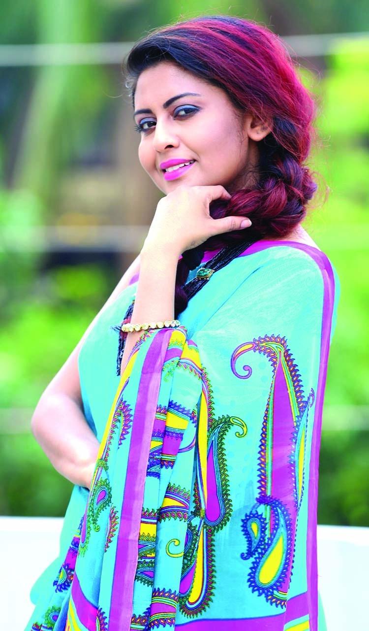 Actress Chandni turns singer