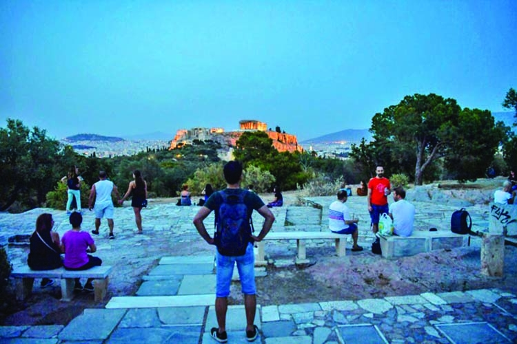 Acropolis in Athens reopens after virus shutdown
