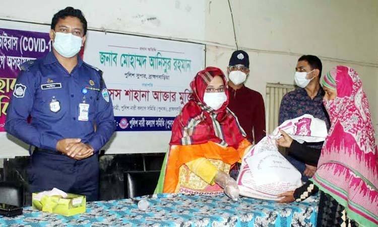 Punak distributes food items among corona-hit families