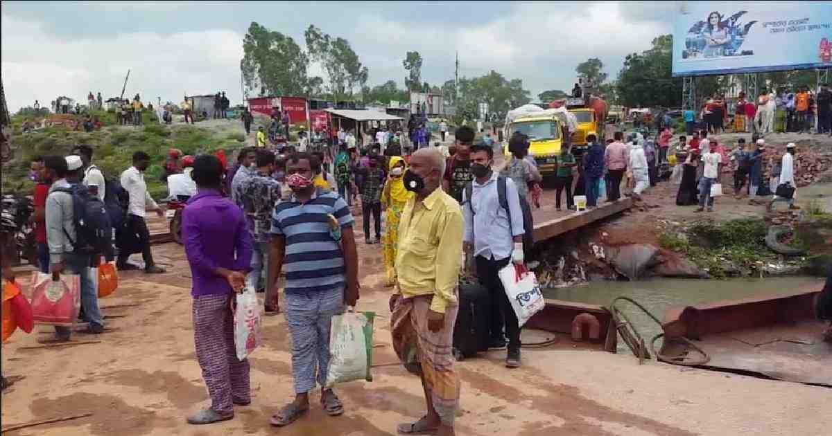 Home-goers crowd at Paturia-Daulatdia ferry ghat amid virus risk