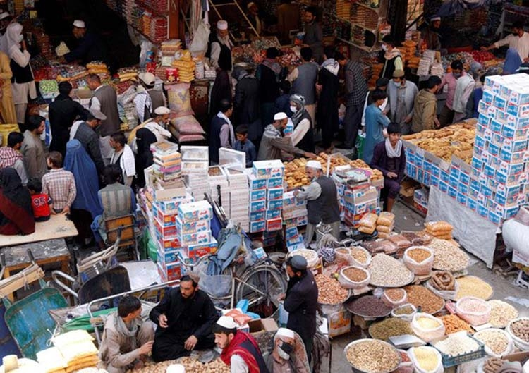 Afghans throng markets ahead of Muslim holiday