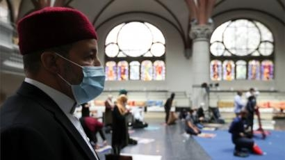 Berlin church opens doors for Muslims to pray