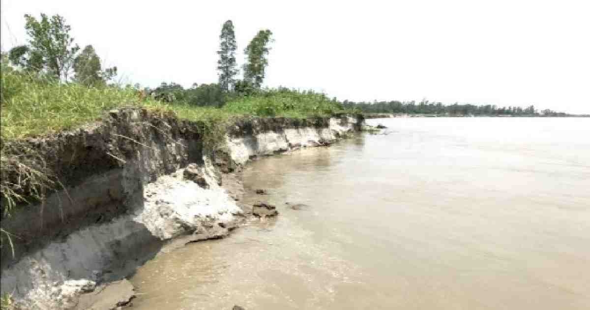 Untimely Jamuna river erosion devours over 200 houses, renders many homeless