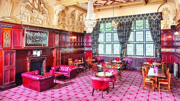 Pubs, restaurants to reopen in England