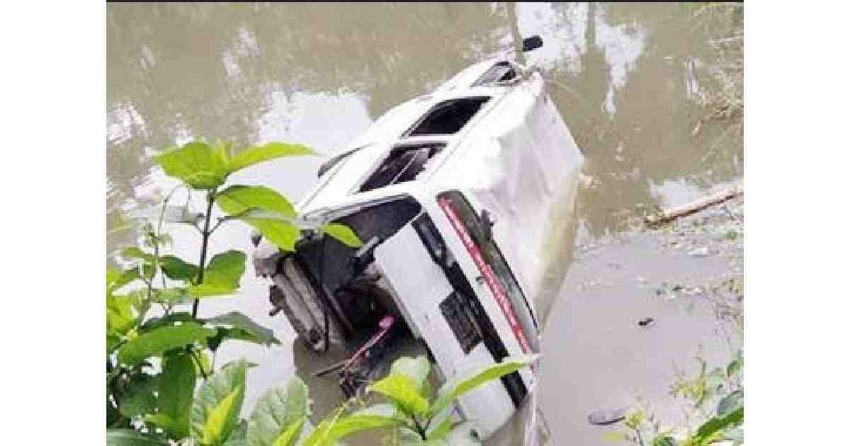 Ambulance falls into pond with dead body in Natore; seven injured
