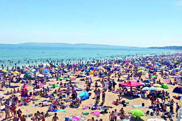 Coronavirus warning issued as Britons flock to the beach