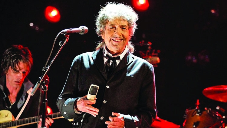 Bob breaks UK chart with 'Rough and Rowdy Ways'