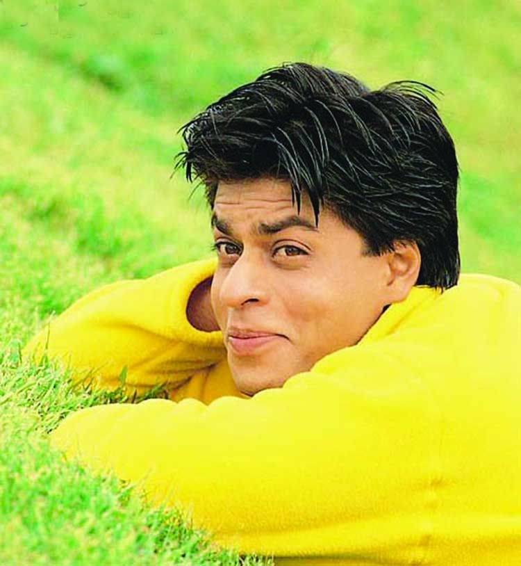 SRK spotted shooting at his home