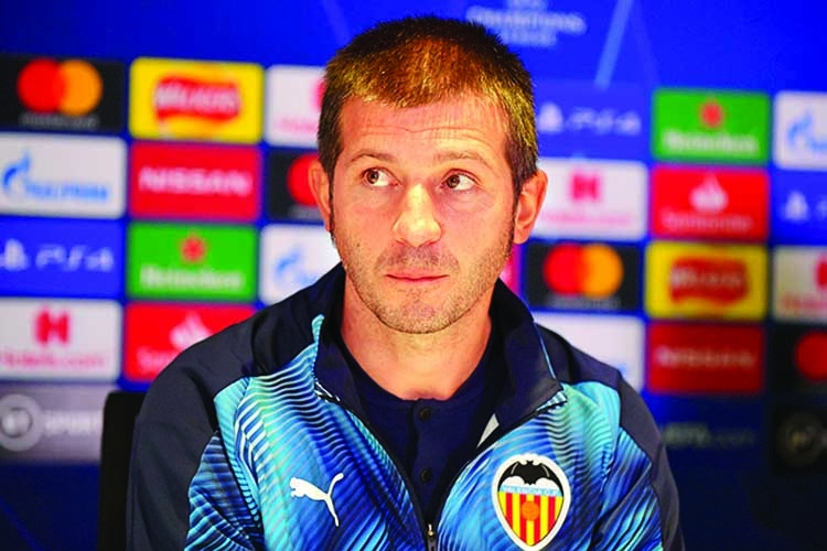 Valencia sacked coach, sporting director quits