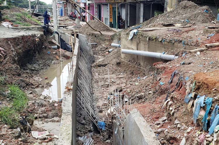 Drain collapses after only three days of construction