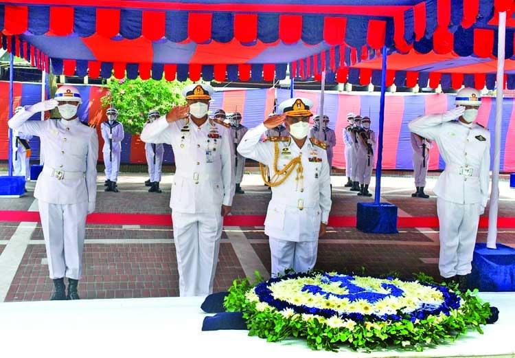 Navy Chief pays homage to Bangabandhu
