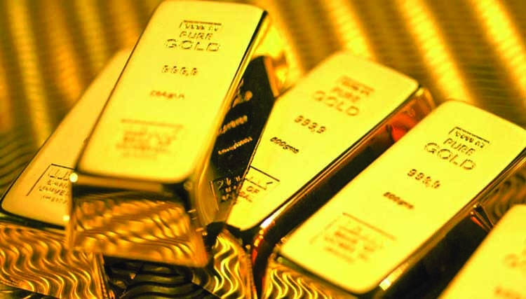 Gold hits record high on haven demand