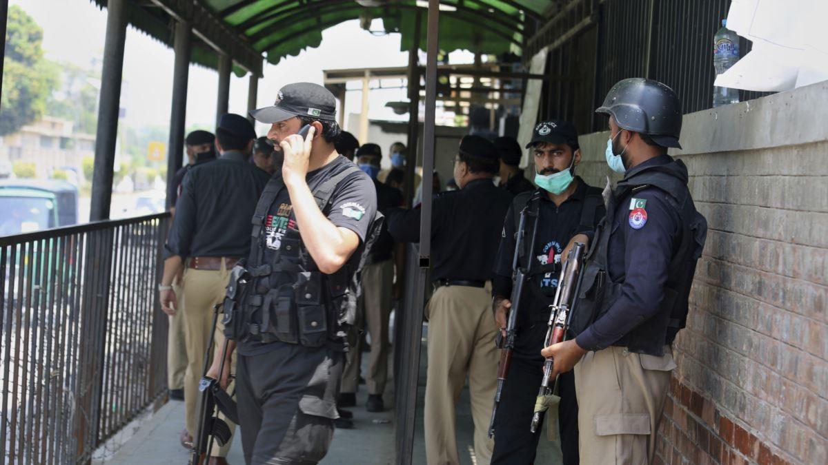 Blasphemy suspect shot dead in Pakistan court