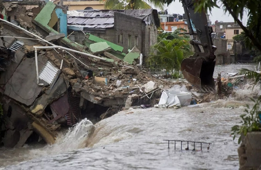 Laura lashes Cuba, expected to become hurricane by US landfall