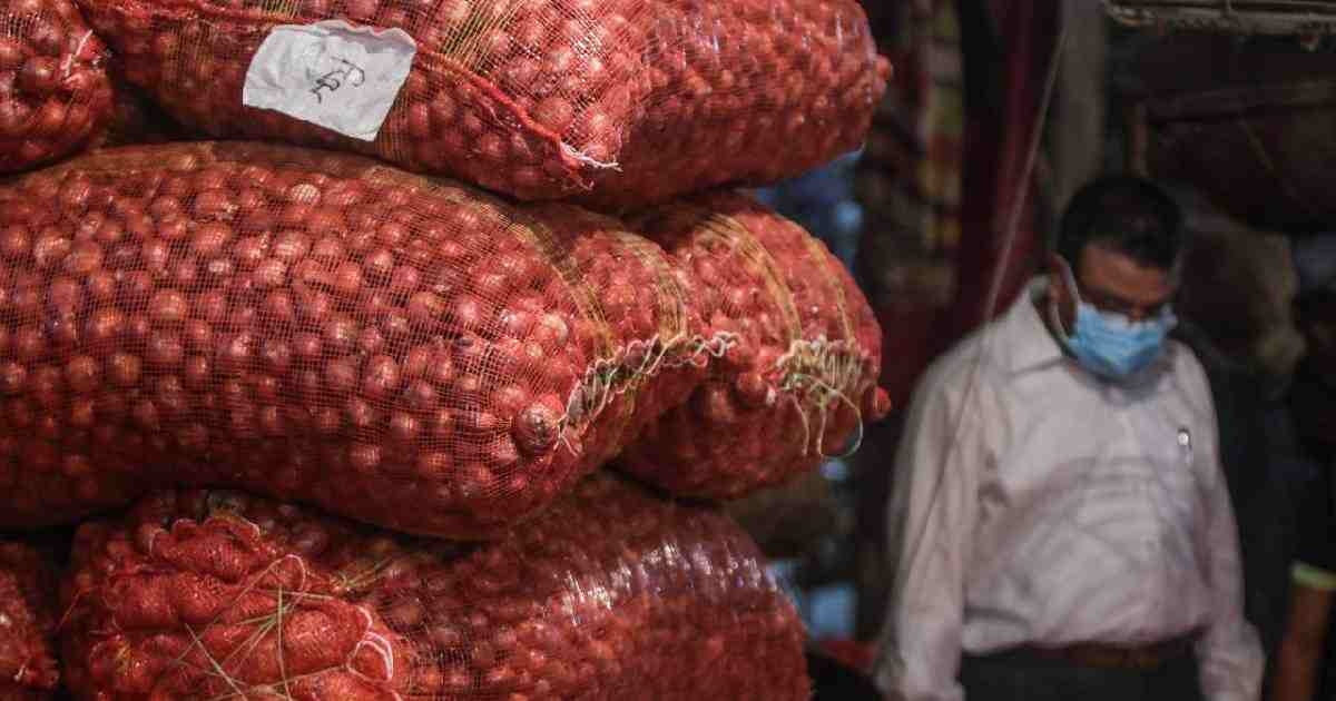 Onion prices hit Tk100/kg in Magura
