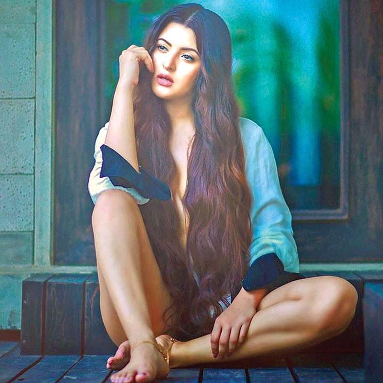 Pori Moni to play revolutionary 'Pritilata Waddedar'