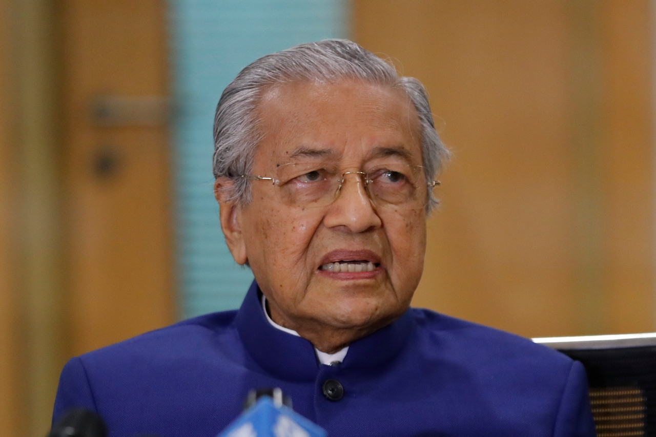 Twitter deletes Dr Mahathir's posts on Muslims' right to kill French