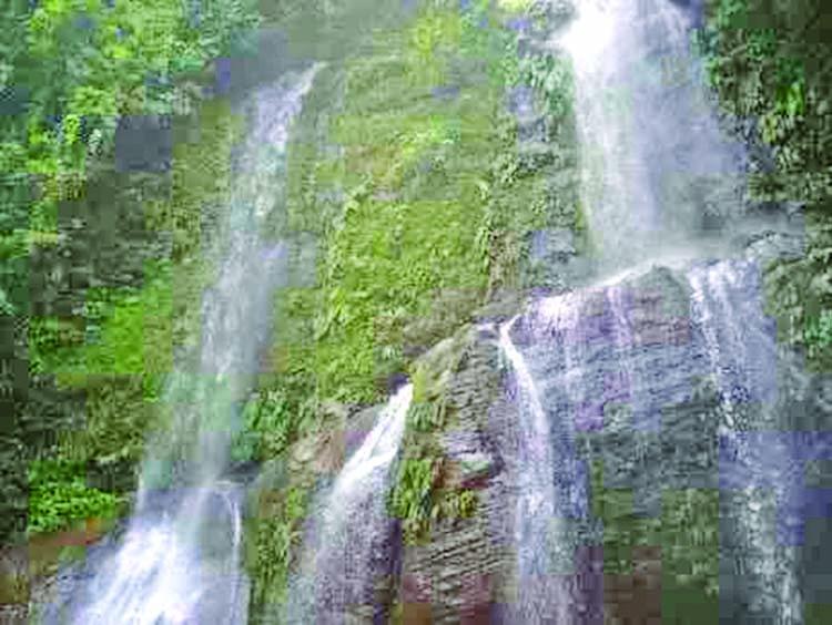 The wonderful waterfalls in Bandarban