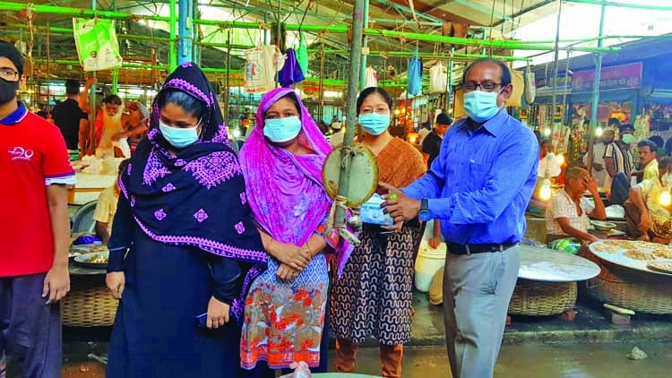 GAIN distributes masks in city