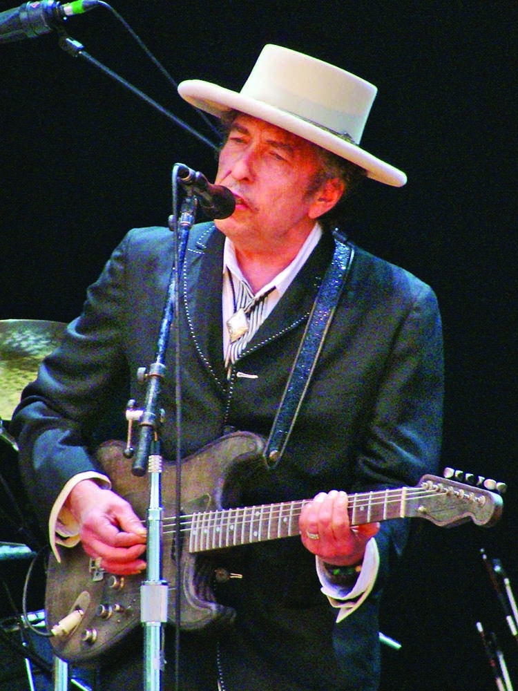 Dylan's papers, including unpublished lyrics, sell for $495K