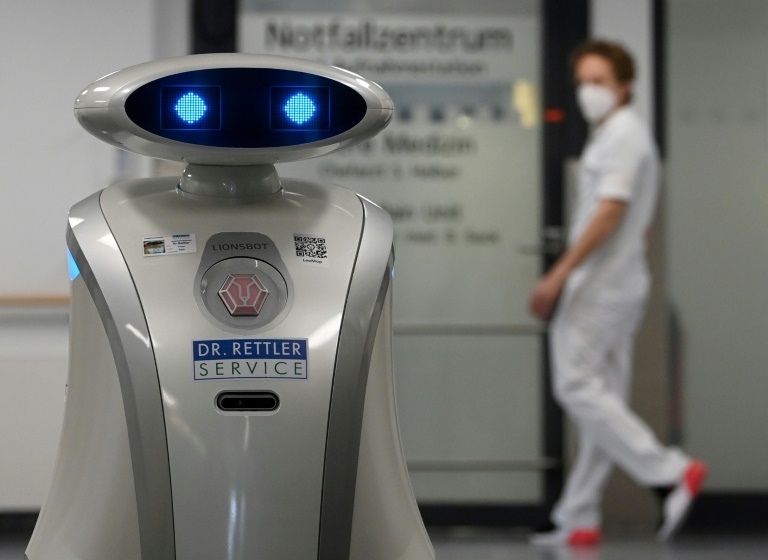 Chatty robot Franzi cheers up German patients