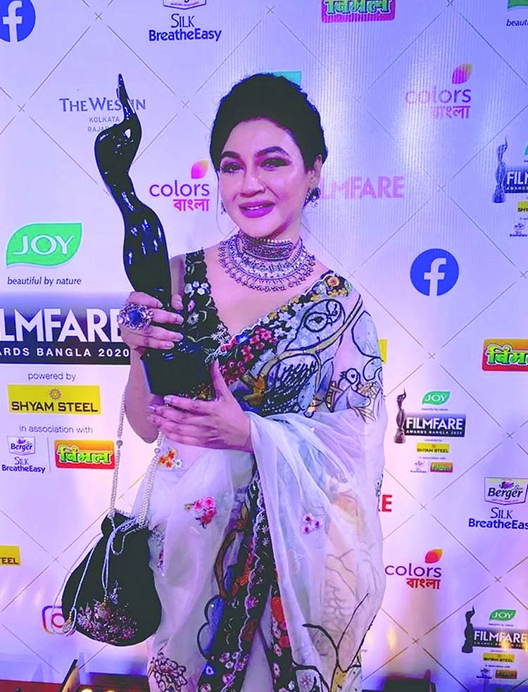 Jaya Ahsan wins Filmfare Awards for both films