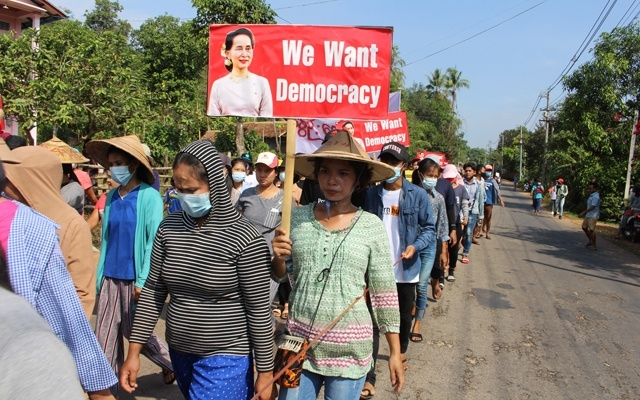 Myanmar protesters paint Yangon red
