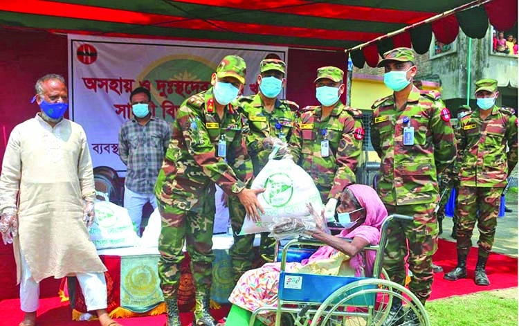 Army distributes relief among the unemployed and poor people