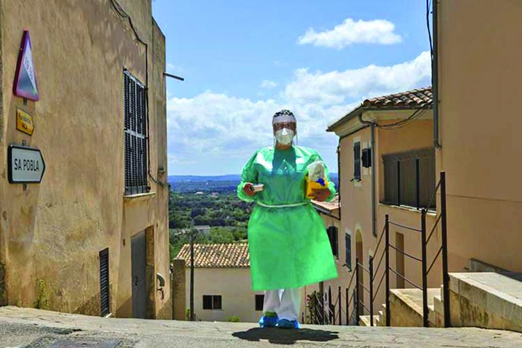 Spain takes vaccines to the rural homebound