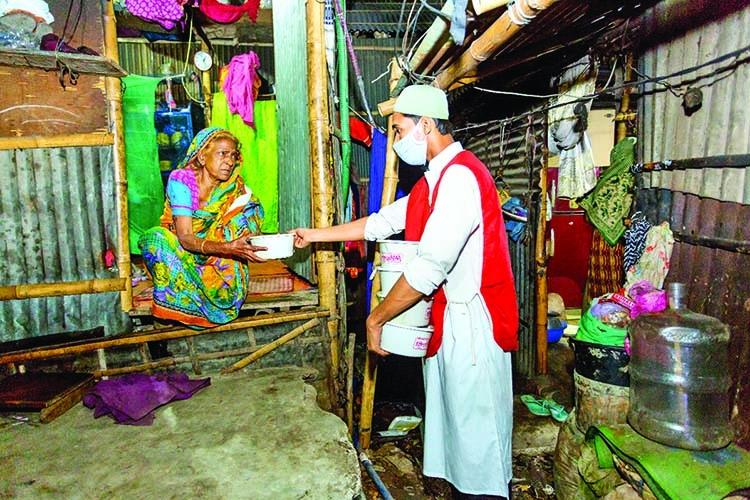 Standard Chartered donates 7,000 Sehri meals