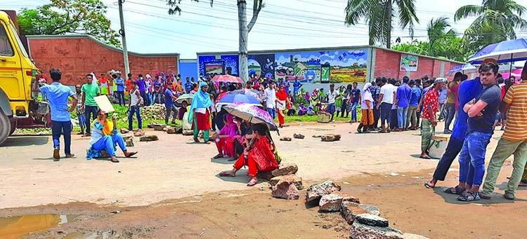 RMG workers block road for arrears pay in Gazipur