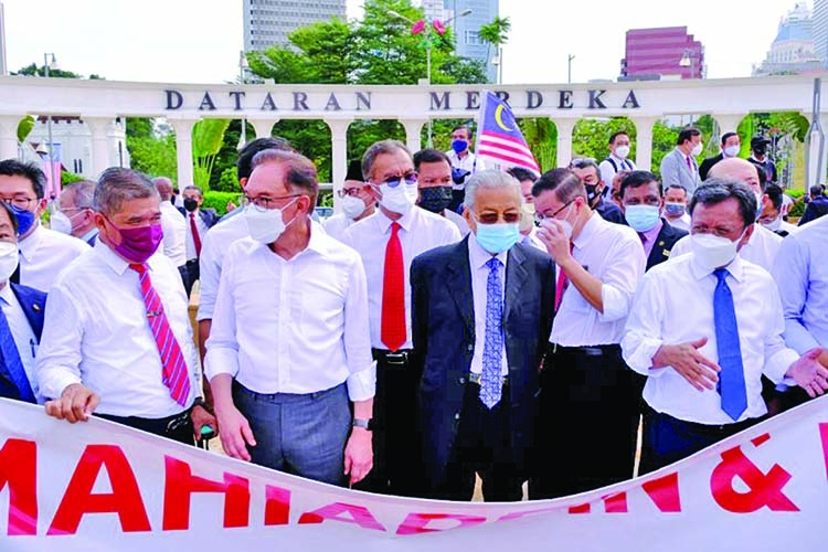 Malaysia: Police block lawmakers' march to parliament